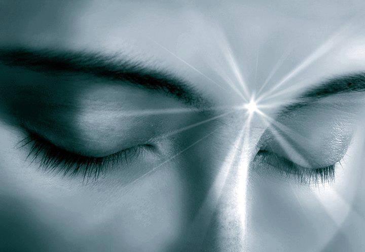 1238218 404616436306551 1639305603 npojos cerrados luz - La ley de la potencialidad pura