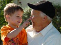 abuelo nieto 203x150 - ¿Para que nacemos?